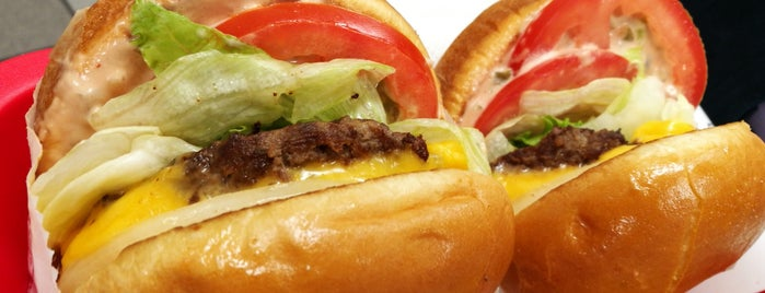 In-N-Out Burger is one of Lugares favoritos de Denis.