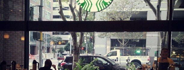 Starbucks is one of Orte, die Karen gefallen.