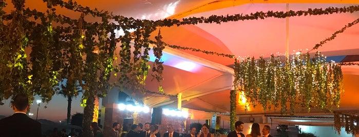 Versalles Eventos is one of Lugares favoritos de IL.