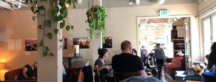 Manny's is one of Tempat yang Disukai Adena.