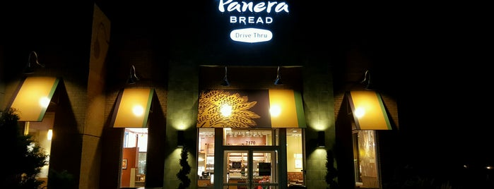 Panera Bread is one of Lugares favoritos de John.