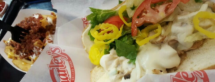 Charleys Philly Steaks is one of Lugares favoritos de Jody.