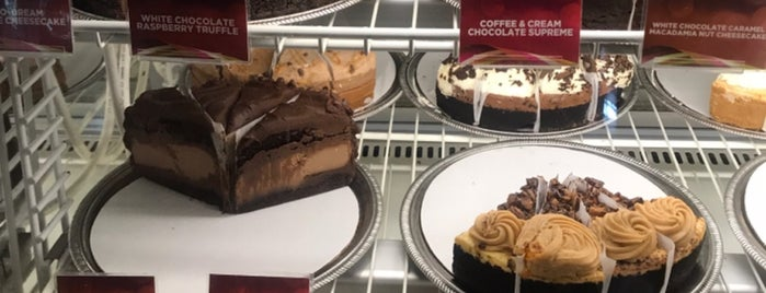 The Cheesecake Factory is one of Yummy : понравившиеся места.