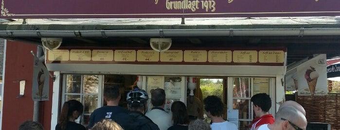 Poulsen's Hjemmebagte Isvafler is one of Orte, die verygoodfood gefallen.