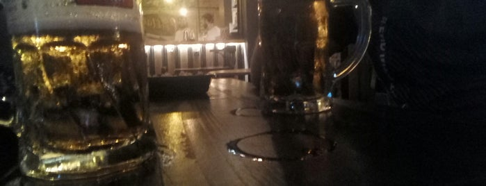 Duvar Pub Sokak is one of Lugares favoritos de Tayfun.