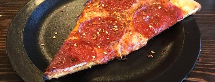 Martolli's Hand Tossed Pizza is one of Zack 님이 저장한 장소.