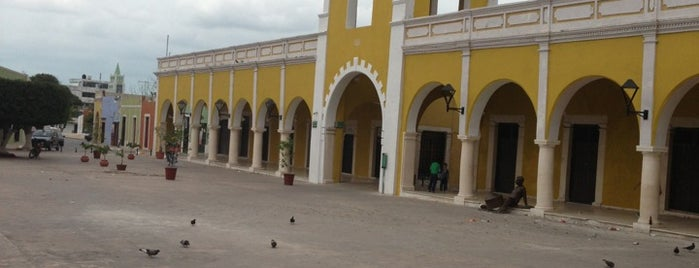 Los Portales de San Francisco is one of Campeche.