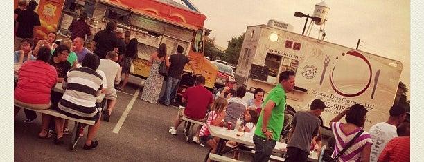 Gilbert Food Truck Food Court is one of สถานที่ที่ Kari ถูกใจ.