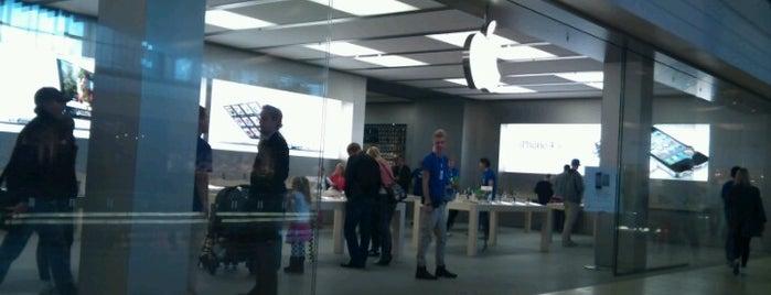 Apple Täby Centrum is one of Posti che sono piaciuti a 4sq SUs Sweden.