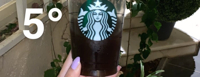 Starbucks is one of Locais curtidos por Hiroshi ♛.