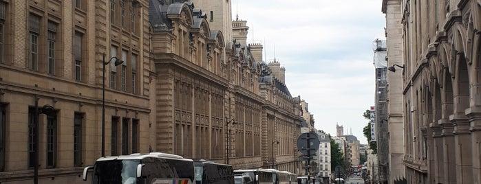 Quartier Latin is one of Lieux qui ont plu à Vanessa.