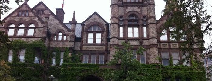 토론토 대학교 is one of Toronto - Favourite Places.