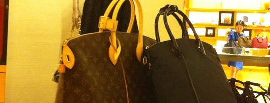 Louis Vuitton is one of Lugares guardados de 🔱🌹Nilë🎊Vïvä🌹🔱.