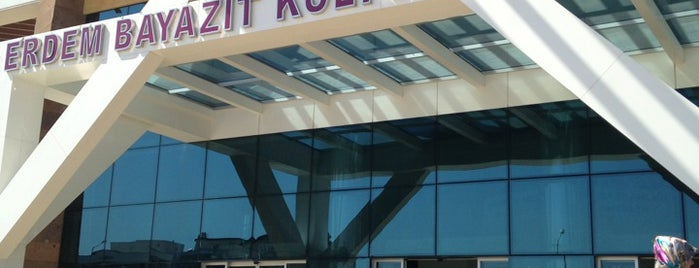 Erdem Bayazıt Kültür Merkezi is one of Lieux qui ont plu à Adalet.