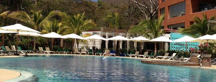 Hotel Azul Ixtapa Grand is one of Lugares favoritos de Juan.