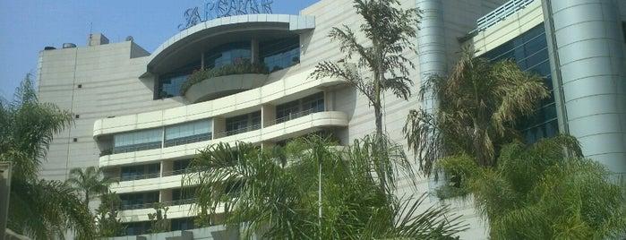 Le Royal Hotel Beirut is one of Posti che sono piaciuti a Rogayah.