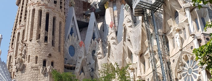 Sagrada Família is one of Tempat yang Disukai Paulo.