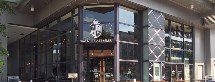 Walnut Cafe & Bar is one of Posti salvati di Creig.