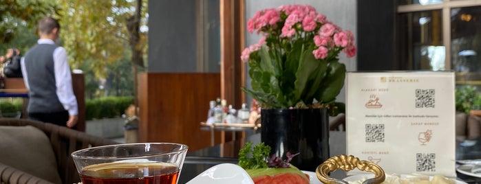 St. Regis Brasserie is one of Lieux qui ont plu à Bulent.