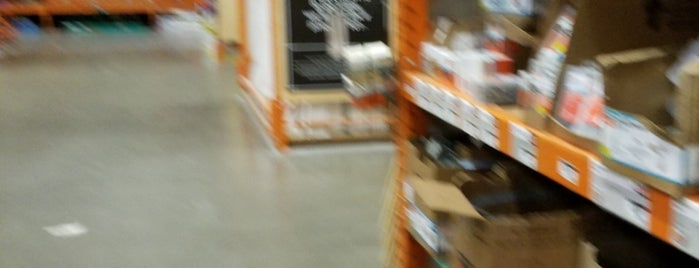 The Home Depot is one of Monnicaさんのお気に入りスポット.