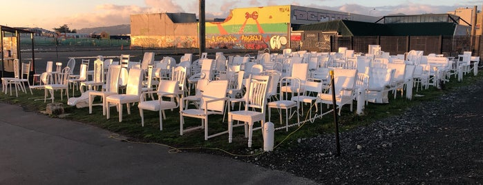 185 Chairs Memorial is one of Locais curtidos por T..