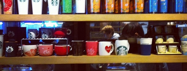 Starbucks is one of Locais curtidos por Vee.