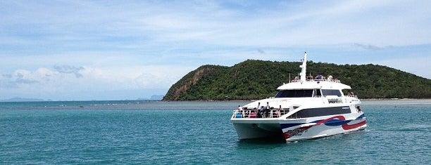 Lomprayah Catamaran High Speed Boat | THONGSALAH is one of Raulさんのお気に入りスポット.