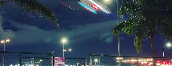 LAX Landing Viewpoint is one of Lugares favoritos de Michael.