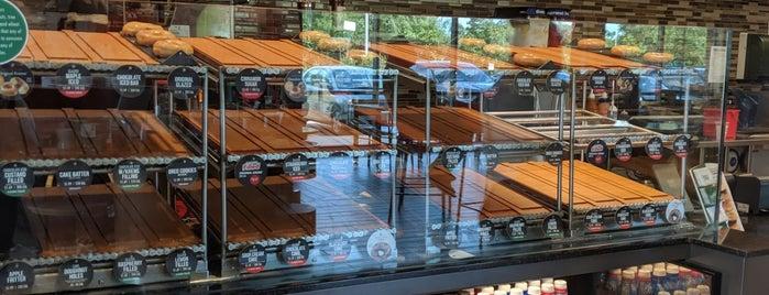 Krispy Kreme is one of Tempat yang Disukai Maria.