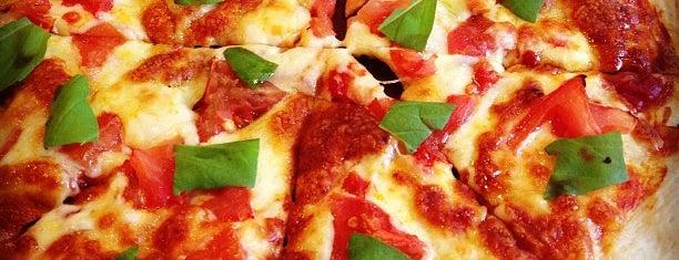 La Pizzeria 山猫軒 is one of 尊師ミシュラン大阪版.