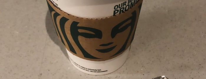 Starbucks is one of Tempat yang Disukai Heidi.