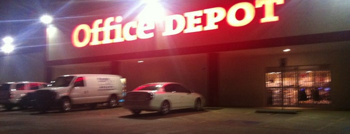 Office Depot is one of Orte, die Sarah gefallen.