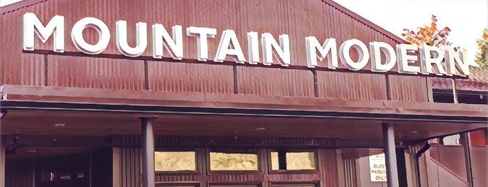 Mountain Modern Motel is one of Tempat yang Disukai Elsa.