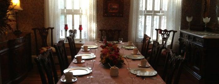 Cobblestone Manor is one of Lugares favoritos de Chris.