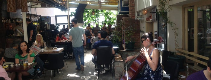 Kaset Bahçe is one of Freelancer Friendly Cafés: Istanbul.