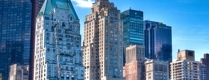 JW Marriott Essex House New York is one of Tempat yang Disukai Ricardo.