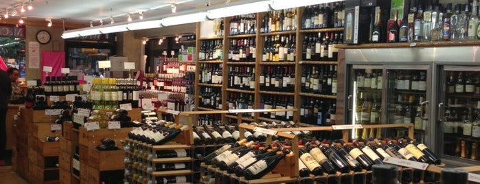 McCabes Wine & Spirits is one of Lieux qui ont plu à Mark.