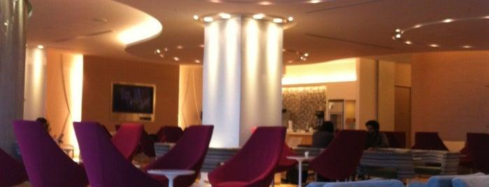 KAL Lounge is one of Lieux qui ont plu à Rod.