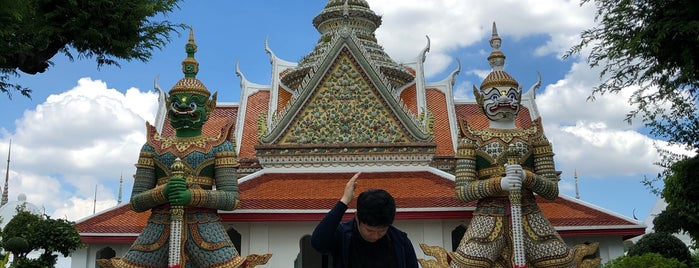 Wat Arun Giants is one of Places To Visit In Thailand.