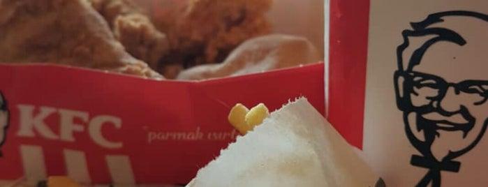 KFC is one of สถานที่ที่ Kahraman ถูกใจ.