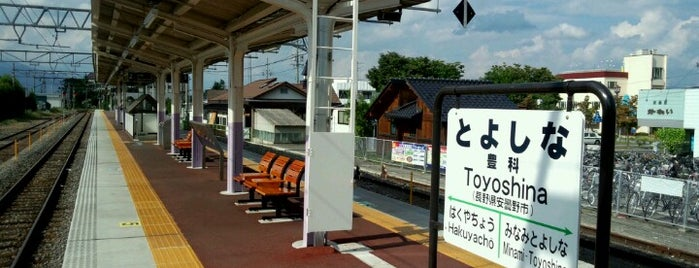 豊科駅 is one of JR 고신에쓰지방역 (JR 甲信越地方の駅).