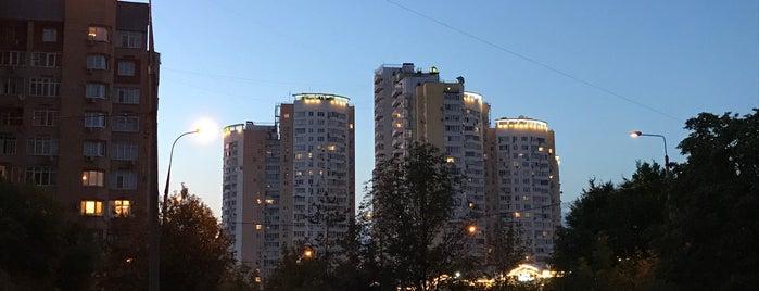 Олимпийская деревня 98 is one of Orte, die Vasiliy gefallen.