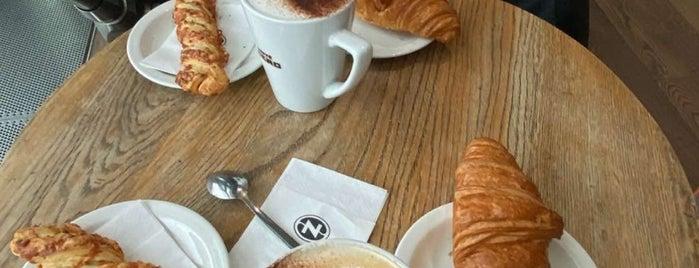 Caffè Nero is one of Tempat yang Disukai Sergio M. 🇲🇽🇧🇷🇱🇷.