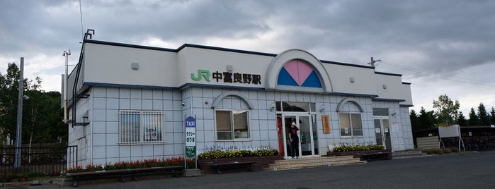 Nakafurano Station is one of JR 홋카이도역 (JR 北海道地方の駅).