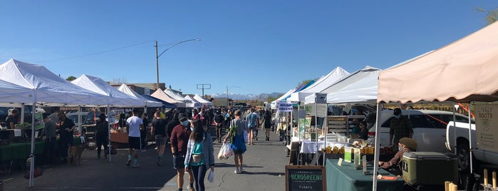Joshua Tree Farmer's Market is one of Joshua Tree New Years.