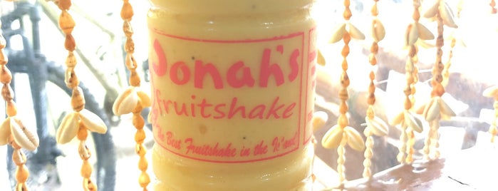 Jonah's Fruit Shake is one of Locais curtidos por Louis Anthony.