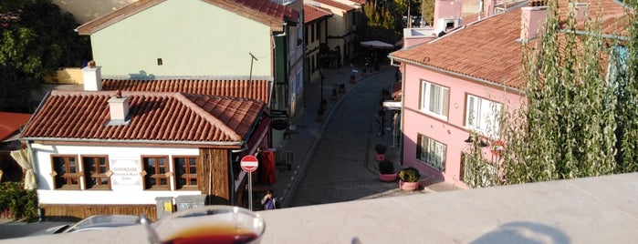 Teras Kafe is one of Locais curtidos por ismail.