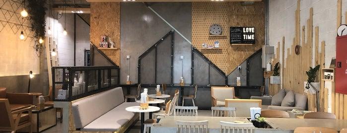 Draft Café is one of Coffee shops | Riyadh ☕️🖤.
