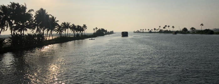 Alleppey Backwaters is one of Tempat yang Disukai Samar.