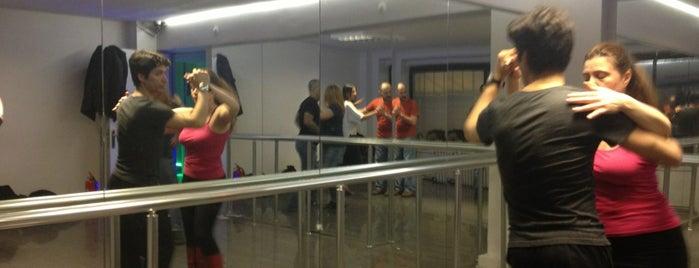 Viva Dans Ve Müzik Merkezi is one of สถานที่ที่ Yeliz ถูกใจ.